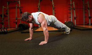 Как накачать плечи отжиманиями: примеры упражнений