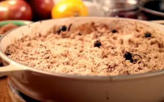 Вкусные диетические десерты, рецепт яблочного крамбла